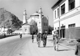 Afghanistan, Kābul street scene in front of Shah-Do Shamshira mosque