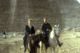 Giza (Egypt), Caroline Seymour-Jorn and husband, Michael, in front of Great Pyramid
