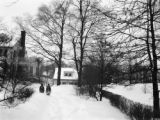 Bronxville (New York), Priscilla Clapp and friend in the snow