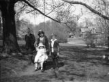 Bronxville (New York), group of small children and tree swing