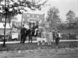 Bronxville (New York), children riding horse