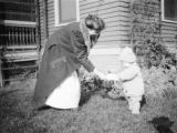 Oakmont (Pennsylvania), Helen Ripley Clapp with Clara Frances Clapp as toddler