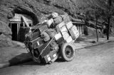 Chongqing (China), a cart loaded with a person's belongings to relocate to a shelter