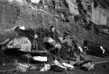 Chongqing (China), laborers breaking boulders on the side of a cliff