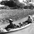 Phra Nakhon Si Ayutthaya province (Thailand), food peddlers in a canoe
