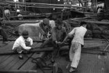 Shanghai (China), laborers using winch