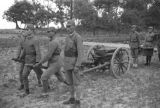Shaanxi province (China), Chinese Red Army soldiers with field gun