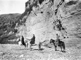 Shanxi province (China), traveling companions of Frederick G. Clapp on horseback