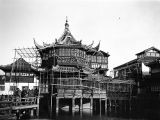Shanghai (China), scaffolding around Huxinting Tea House