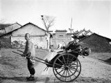 Wuhan(China), Frederick G. Clapp in rickshaw outside city gate