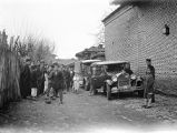Lāhījān (Iran), people surrounding Frederick G. Clapp's cars awaiting departure