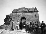 Juyongguan (China), group of Westerners and Chinese boys at watchtower of Great Wall on Nan Kou...