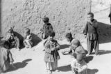 Kābul  (Afghanistan), children playing and eating