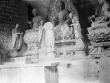 Yan'an (China), Buddha sculptures in interior of Ten-Thousand Buddha Cave on Cool Hill