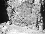 Marv Dasht (Iran), fault line in cliffs at Naqsh-i-Rustam