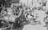Pakistan, food vendors selling on street in Karāchi