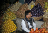 Baghdad (Iraq), man at fruit market