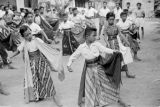 Indonesia, young boys in costume dancing at Yogyakarta dance school