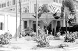 Singapore, entrance and driveway at Raffles Hotel