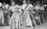Indonesia, boys in costume dancing at Yogyakarta dance school