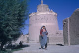 Esfahan province (Iran), woman in front of tower