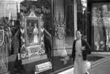 Shanghai (China), shop window displaying  tribute to King George VI and Queen Elizabeth of England