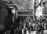 Jammu and Kashmir (India), spectators in Hemis Monastery courtyard