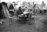 Nanjing (China), people cooking in a refugee camp, Civil War of 1949