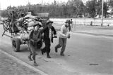 Nanjing (China), refugees pulling cart loaded with belongs, evacuation during the Civil War of 1949