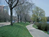Veterans Park, Lincoln Memorial Drive and pedestrian path