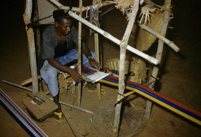 Burkina Faso, man weaving on loom - AGSL Digital Photo